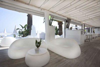 Set divano e tavolo Gumball_Arredo spiaggia in polietilene_R.G.Manifatture