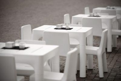 "Set ""Simple""_tavolo e sedia in polietilene_arredo bar outdoor_R.G.Manifatture"