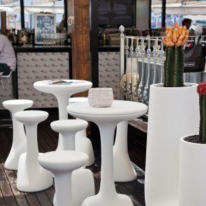 Tavolo e sgabello Armillaria_arredo bar in polietilene_R.G.Manifatture_vendita online