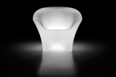 """Ohla"" poltrona in polietilene luminoso_R.G.Manifatture"