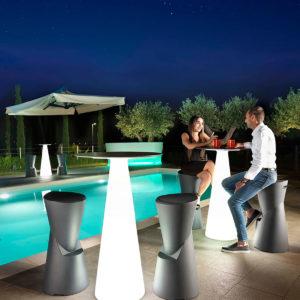 """Sbabello alto """"Dot"""" con tavolo """"Tiffany""""_Arredo bar luminoso in polietilene_R.G.Manifatture"""