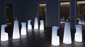 Fura tavolino alto_arredo luminoso in polietilene_R.G.Manifatture