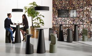 Set Fura tavolino alto e sgabello_Arredo in polietilene_R.G.Manifatture