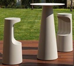 Set sgabello e tavolino alto Fura_arredo bar in polietilene_R.G.Manifatture