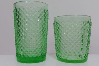 bicchieri in vetro verdi
